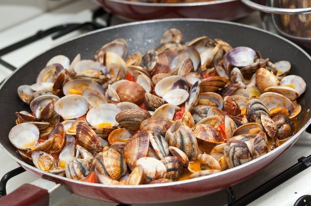 Muscheln in marinara-sauce