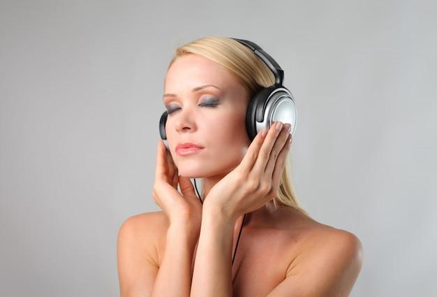 Musik über kopfhörer hören