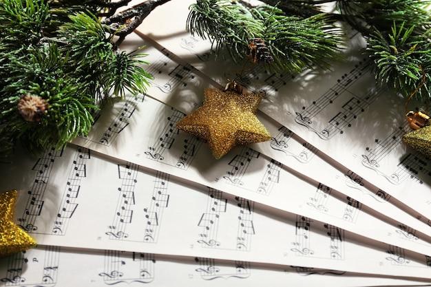 Musik und weihnachtsdekor nahaufnahme