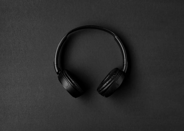 Musikarrangement mit schwarzen kopfhörern