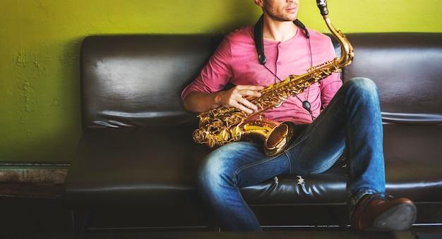 Musiker saxophon jazz artist passion concept