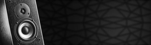 Musikspalte von dunkler farbe. freiraum für ihr design. musikalische spalte auf dunklem hintergrund.