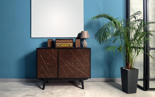 Musikstation im retro-stil auf schubladenschrank im blauen raum