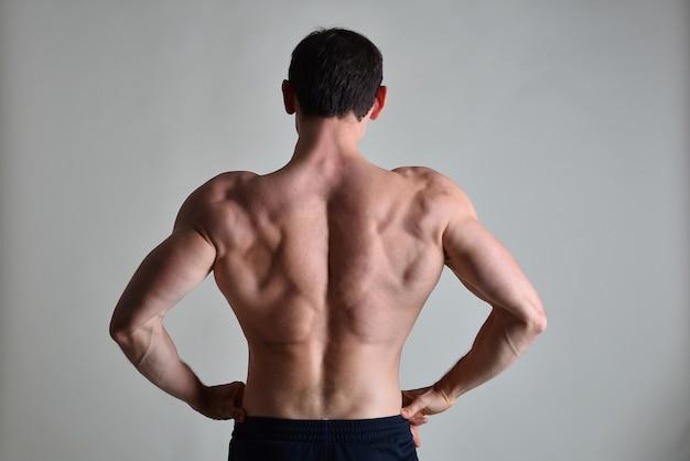 Muskulöser, asiatischer männlicher torso