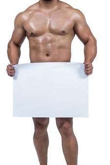 Muskulöser mann, der gabelung mit plakat bedeckt