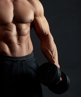 Muskulöser sexy männlicher oberkörper