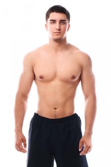 Muskulöser typ posiert