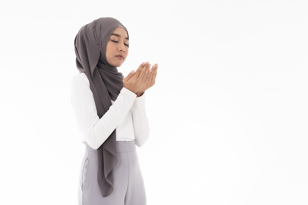 Muslime duas der jungen frau