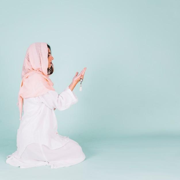 Muslimische frau beten