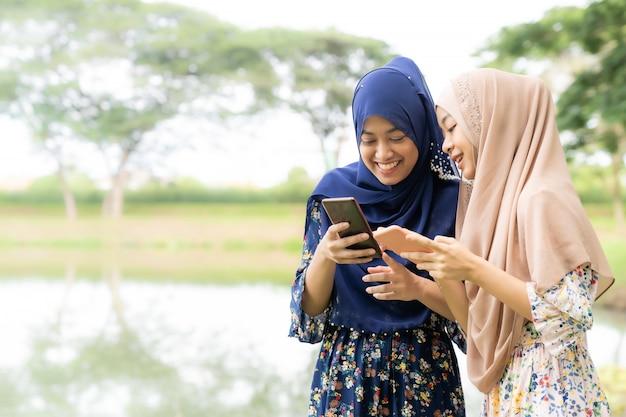 Muslimische jugendliche social media
