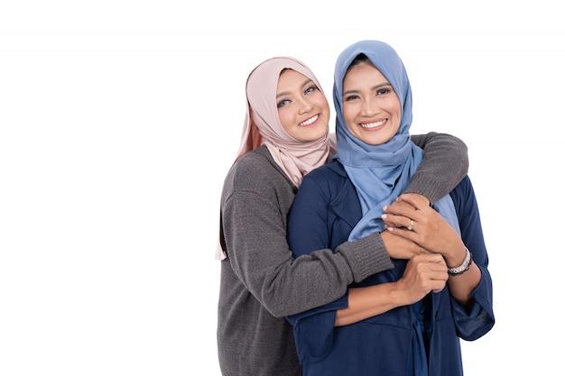 Muslimische mutter und tochter isoliert