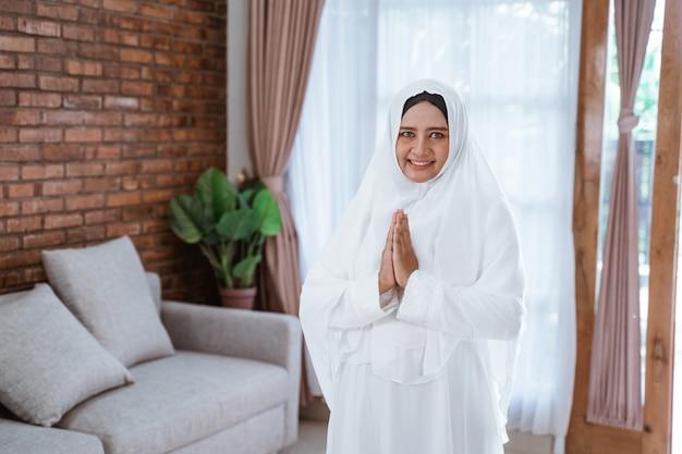 Muslimische pilgerin für hajj und umrah