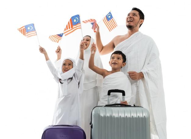 Muslimische umrah und hadsch mit malaysischer flagge