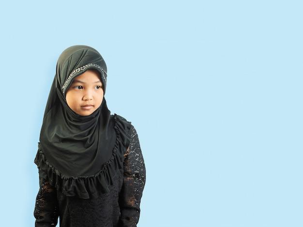 Muslimisches mädchen in einem kleid