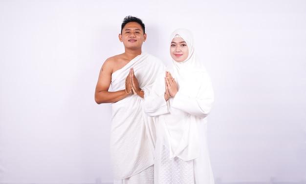 Muslimisches paar legte dort hände isoliert Premium Fotos