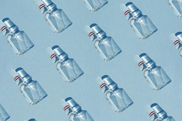 Muster aus glasampullen mit einem medikamentenimpfstoff für medizinische und kosmetische injektionen