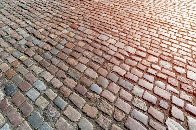 Muster des alten deutschen kopfsteins in der stadt im stadtzentrum gelegen