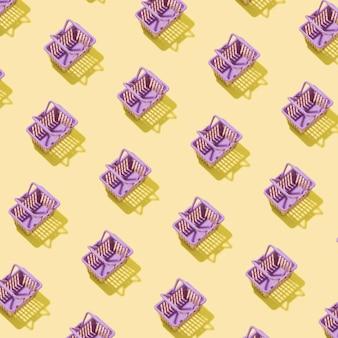 Muster mit miniatureinkaufskorb in einem supermarkt auf gelbem grund. minimalistisches kreatives einkaufskonzept