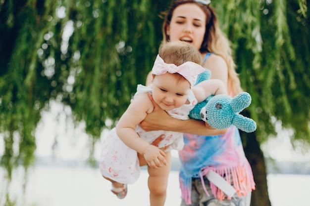 Mutter mit ihrer tochter ruhen