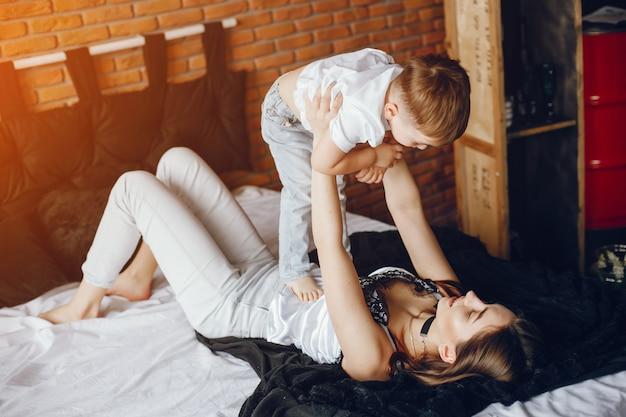 Mutter mit kleinem sohn