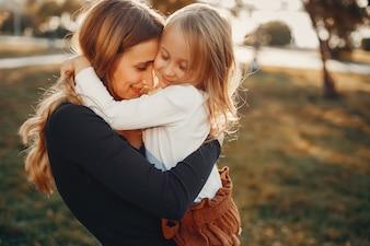 Mutter mit kleiner Tochter