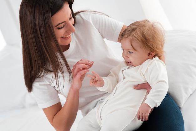 Mutter und baby zusammen glücklich zu sein