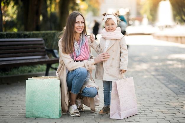 Mutter und tochter einkaufen