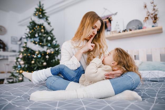 Mutter und tochter spielen