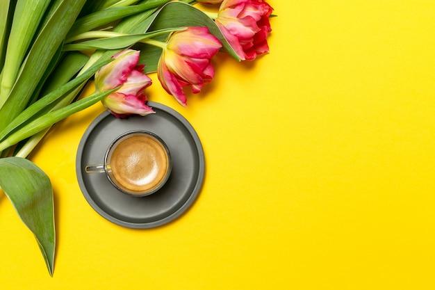 Muttertag der valentinsgruß-frauen am 8. märz frühling