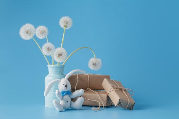 Muttertag glückwunsch mit geschenkbox und löwenzahn