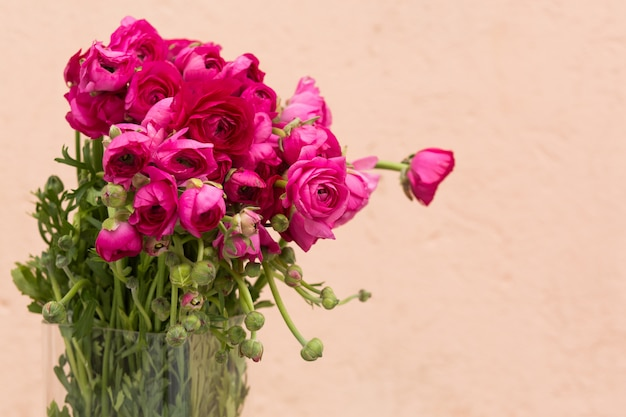 Muttertageshintergrund mit rosa rosen, kopienraum