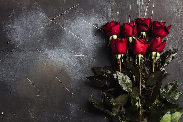 Muttertagesrot-rosengeschenküberraschung der valentinsgrußtagesfrauen
