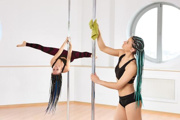 Nach der sperrung des coronavirus wurde das poledance-studio wiedereröffnet