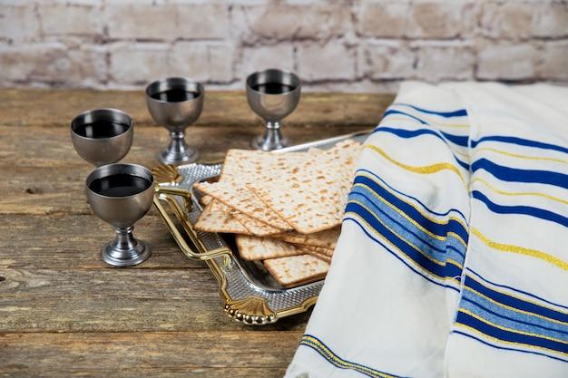 Nach jüdischer tradition sollten vier gläser wein am passahfest getrunken werden