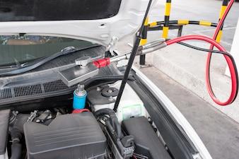 Nachfüllgas im Auto an der Erdgas-Tankstelle in Thailand.