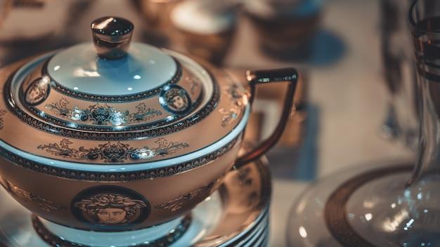 Nachmittagstee-set mit teekanne