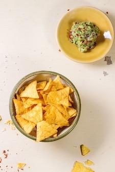 Nachos und guacamole