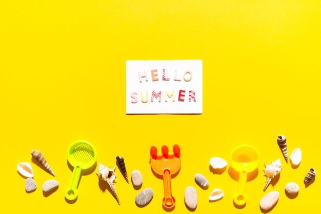 Nachricht hallo sommer auf papier