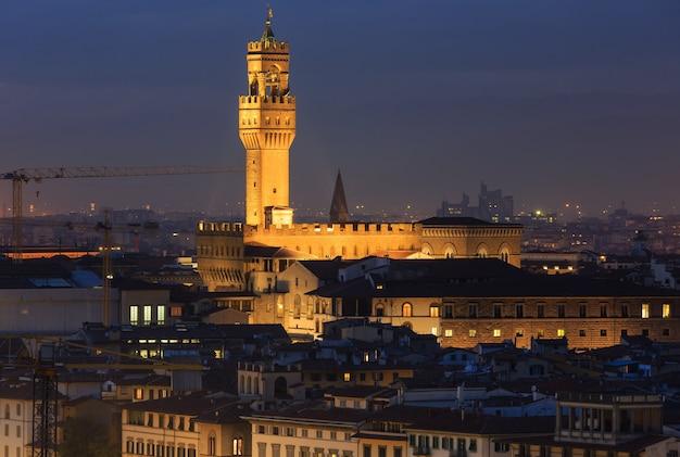 Nacht florenz stadt draufsicht italien, toskana am arno fluss.