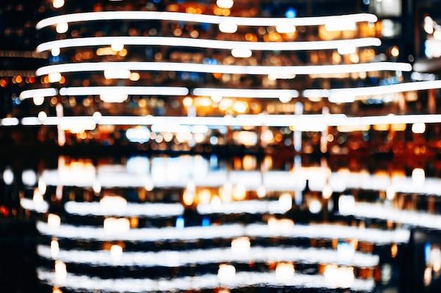 Nachtansicht der innenstadt von gebäuden in der nähe von burj khalifa, nahaufnahme