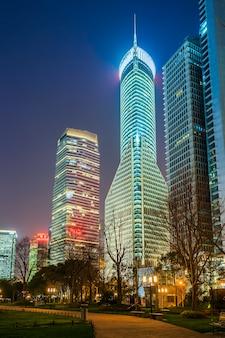Nachtansicht der städtischen architektur in lujiazui, shanghai