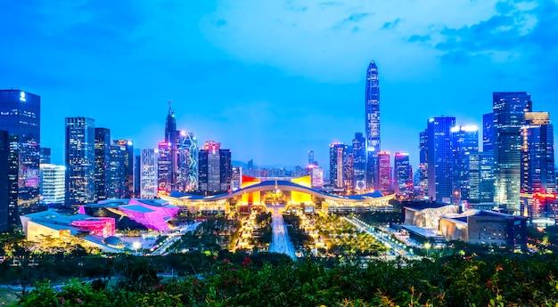 Nachtansicht der städtischen architektur in shenzhen