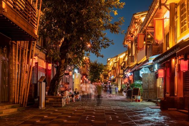 Nachtansicht der straßen der stadt in chongqing