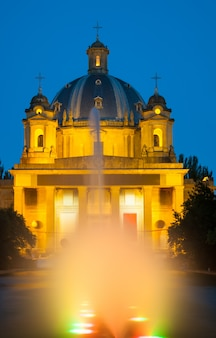 Nachtansicht des monumento a los caidos