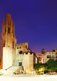 Nachtansicht von girona - kirche von sant feliu