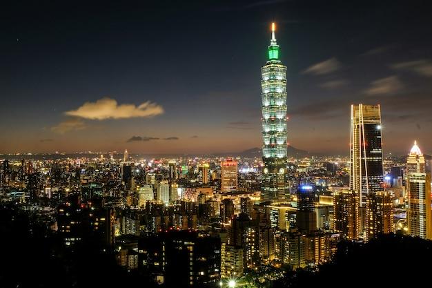 Nachtaufnahme von taipei 101