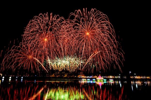 Nachtfeuerwerksfestival für neues jahr