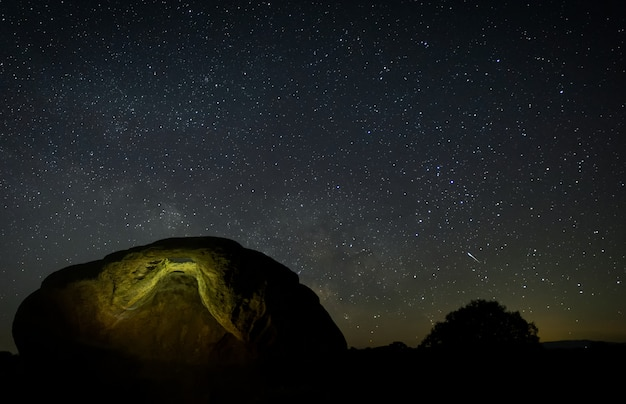 Nachtfotografie im naturgebiet von barruecos. extremadura. spanien.