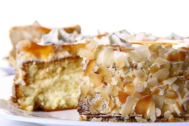 Nachtischfruchtkuchen mit weißer schokolade