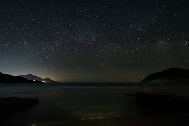 Nachtlandschaft am strand von genoveses. naturpark cabo de gata.